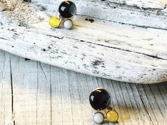 ルネッタ(小さな月)  小さなステンドグラスのピアスの画像