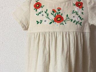 刺繍チュニックワンピース 生成り橙色の花 size100㎝の画像