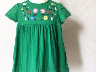 刺繍チュニックワンピース グリーンにぎやか刺繍 size100㎝の画像