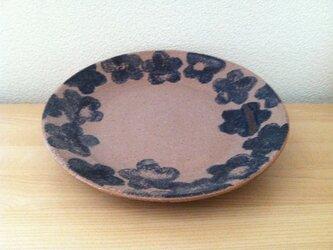 梅模様のお皿の画像