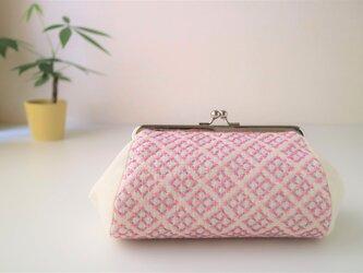 ピンクのかわいい『米刺し』模様 刺し子の大きめがま口ポーチの画像