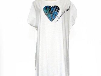 ハートカラフル模様Tシャツ オフホワイトの画像