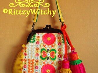 てんこ盛りタッセル付き・レトロアジアンなキャンディポップがま口バッグ(機械刺繍×イエローフェイクレザー)の画像