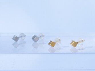 Single cube earrings (GOLD)の画像