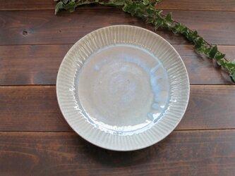 灰釉切り込み紋様の皿 の画像