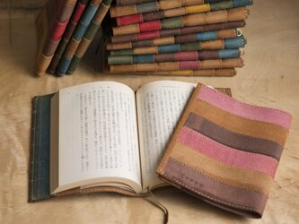床革のブックカバーの画像