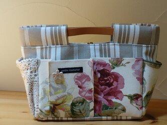 y様ご依頼品:インしたくないバッグインバッグ(イギリス花柄×ティッキングストライプA)の画像