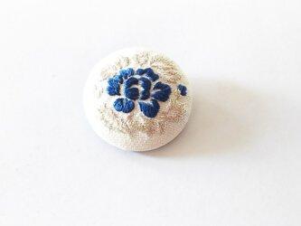 艶めく日本刺繍の牡丹のブローチの画像