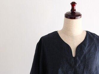 【受注製作】ハイグレードリネン ネイビーブルー キーネックシャツの画像