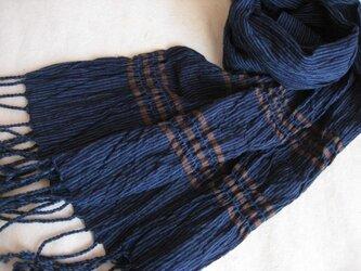 藍の手織りしぼストールの画像