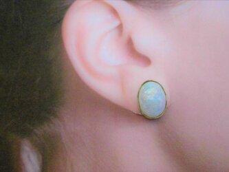 オパール調真鍮耳飾の画像