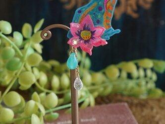 カエルと蓮のイヤリング<<青>>(1個売りとなります)の画像