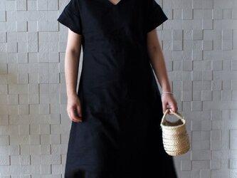 リネン バックフロントロングワンピース ブラックの画像