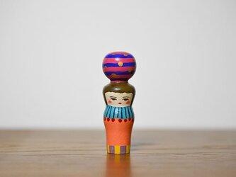 くびれた球体者(青ピンクよこじま)の画像