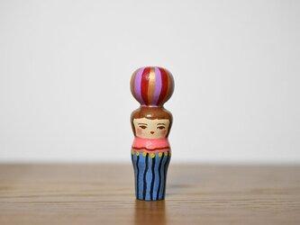 くびれた球体者(藤色赤たてじま)の画像