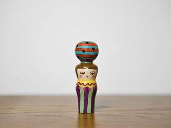 くびれた球体者(オレンジ水色よこじま)の画像