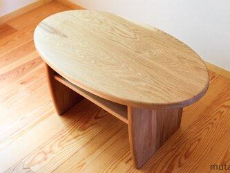 ナラの楕円形ローテーブルの画像