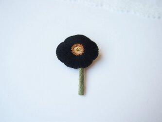 [受注制作]ポピー一輪の刺繍ブローチ(black)の画像