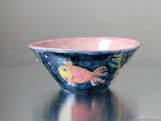 水彩画調の金魚絵(紺地&ピンク)の椀の画像