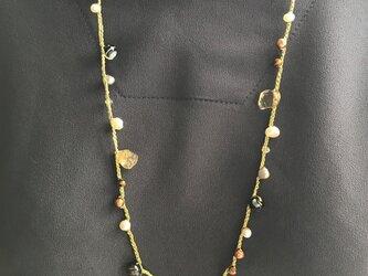 フランス製ラメ金糸編み込み天然淡水パール&天然石ネックレスの画像