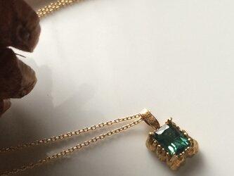 ブルーグリーンのトルマリンとgoldのネックレスの画像