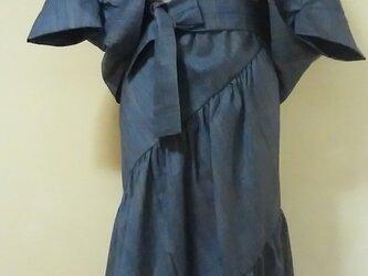 斜めギャザースカートとマーガレットの画像