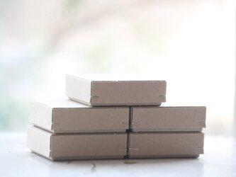 角留め箱 クラフトボール ホチキス銀色 【5箱】 60×60×20mmの画像