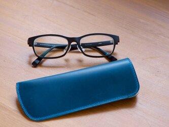 スリムなブルーのメガネケース の画像