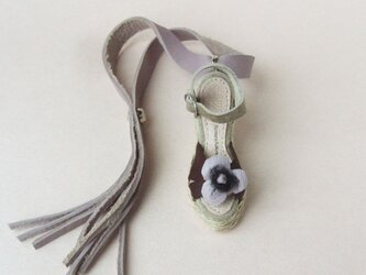 スミレのサンダルのバッグチャーム (受注製作)の画像