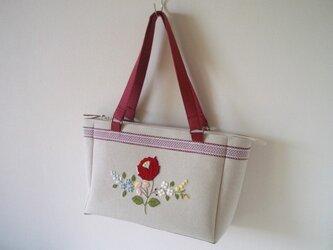 赤い花刺繍バッグの画像