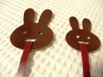 親子ウサギのブックマーク(山羊革製)の画像
