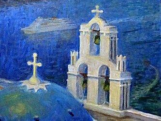 青い海、青い屋根、白い教会の画像