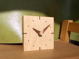 メープルの小さな時計の画像