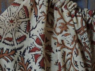 クリックポスト送料込インド綿木版プリントブラウス ブラウンの画像