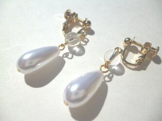 水晶・パールのイヤリングの画像