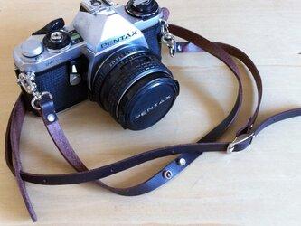 ストーン飾りのある本革カメラストラップの画像