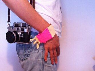 カメラのお手入れに便利なセームクロス(リストバンドバージョン)の画像