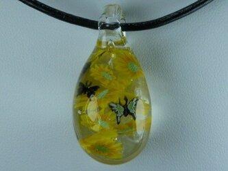 ヒマワリと蝶々NO.1(ガラス 夏 ネックレス 黄色)の画像