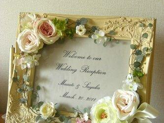 ウェディング ウェルカムボード(アンティークホワイトフレーム&ローズフラワー)結婚式  / 受注製作の画像