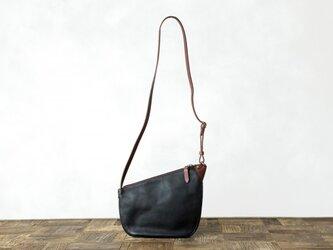 イタリア製牛革のショルダーバッグ / ブラックの画像