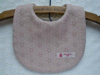 PURE*スタイ*綿麻レース プチロンド グレイッシュピンク 刺繍よだれかけ マトリョーシカの画像