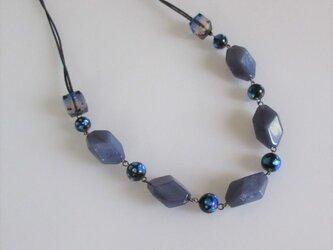 長さ調節可*ホタルガラスとネイビーブルービーズのネックレス(受注制作)の画像