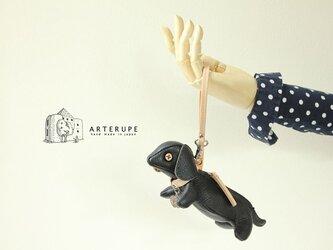 ブラック 子犬キーポーチCucciolo Leather Eyedイタリア製シュリンクレザーの画像
