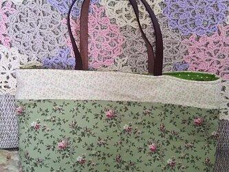 花柄のトートバッグの画像