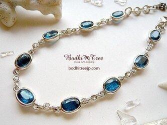 グリーンブルー・カイヤナイト(カヤナイト)+ホワイトトパーズSVブレスの画像