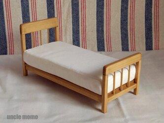 ドール用ベッド シングル(色:オーク) 1/12ミニチュア家具の画像