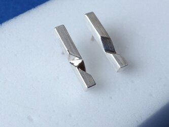 イニシャルの角線ピアス Silver950の画像