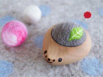ハリネズミの羊毛ピンクッション【針山】Green Leafの画像
