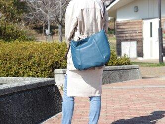 柔らかな本革ショルダーバッグ 軽量 ポニースムース ネイビー 馬革 紺【送料無料】ak-20psの画像