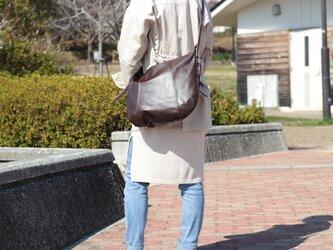 柔らかな本革ショルダーバッグ 軽量 ポニースムース チョコ 馬革 茶【送料無料】ak-20psの画像